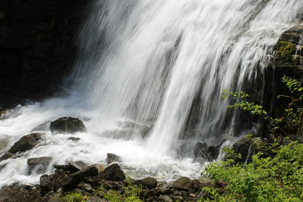 waterfall-504497_1280